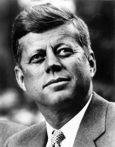 470px-John_F._Kennedy,_White_House_photo_portrait,_looking_up